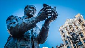 Памятник Federico Garcia Lorca на квадрате Санта-Ана в Мадриде, Испании стоковые изображения rf
