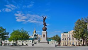 Памятник hyperlapse timelapse независимости Харьков, Украина сток-видео