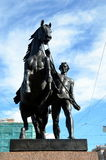 Памятник tamers лошади Питером Klodt на мосте Anichkov Стоковая Фотография