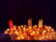 память горящие свечки стоковое изображение rf