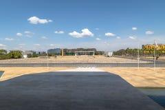 Пандус на дворце Planalto с 3 ветвями придает квадратную форму взгляду - Brasilia, Distrito федеральному, Бразилии стоковые фотографии rf