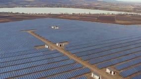 панели настилают крышу солнечное акции видеоматериалы