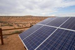Панели солнечных батарей в отдаленной области стоковое фото rf