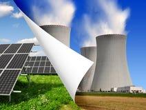 Панели солнечных батарей и атомная электростанция Стоковые Изображения RF