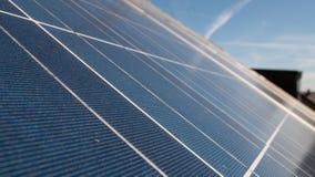 Панели солнечных батарей крыши стоковое изображение rf