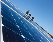 Панели солнечных батарей на крыше Стоковое Фото