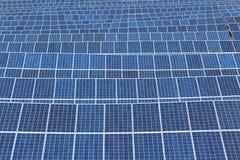 Панели солнечных батарей фотовольтайческой системы Стоковая Фотография
