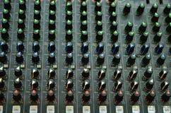 Панель консоли селективного фокуса профессиональная тональнозвуковая смешивая Стоковые Изображения RF