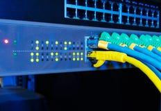 Панель сетевого сервера на черной предпосылке в концепции технологии стоковые фото