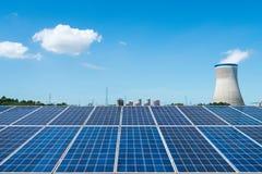 Панель солнечных батарей и стояк водяного охлаждения Стоковое Изображение