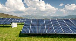Панель солнечных батарей, фотовольтайческий, альтернативный источник электричества стоковое фото rf