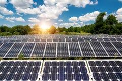 Панель солнечных батарей, фотовольтайческий, альтернативный источник электричества стоковые изображения rf