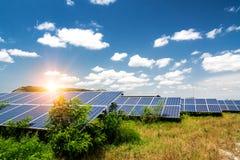 Панель солнечных батарей, фотовольтайческий, альтернативный источник электричества стоковые фотографии rf