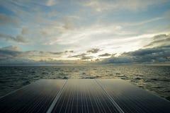 Панель солнечных батарей, фотовольтайческое альтернативное электричество Стоковые Фотографии RF
