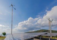 Панели и ветротурбина солнечной энергии в Пхукете, Таиланде Стоковое Изображение RF