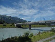 Панели солнечных батарей на одном из моста Швейцарии границы Стоковые Фото