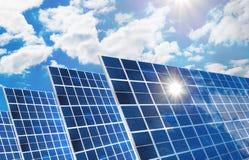 Панели солнечных батарей против неба Стоковое Изображение RF