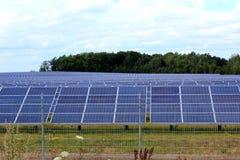 Панели солнечных батарей фотовольтайческой системы Стоковое Изображение