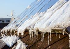 Панели солнечных батарей Snowy Стоковое фото RF