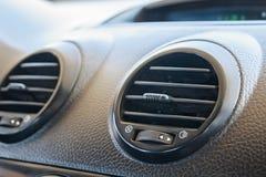 Панель решетки системы кондиционера автомобиля на консоли Стоковое Изображение