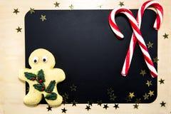 Панель с 2 тросточками, печеньями и звездами конфеты Стоковое фото RF