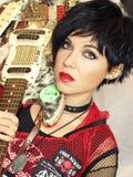 Панковская девушка с гитарой Стоковые Фотографии RF