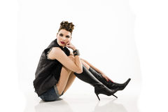 Панковская девушка с прикалыванным-вверх стилем причёсок Стоковые Изображения RF