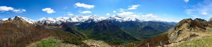 Панорама ландшафта горы в Пиренеи, Франции Стоковая Фотография RF