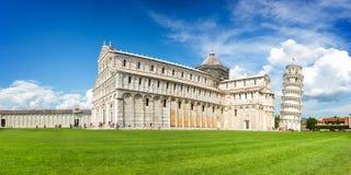Панорама башни склонности Пизы и Duomo собора в Пизе, Тоскане Италии Стоковая Фотография RF