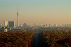 Панорама Берлина с парком Tiergarten стоковые изображения rf
