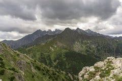 Панорама больших пиков под облаками Горы Tatra S Стоковое фото RF