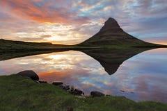 Панорама весны ландшафта Исландии на заходе солнца Стоковое фото RF