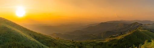 Панорама, взгляды национального парка Noen Chang Suek холмов слона в ремне PHA  стоковые фото