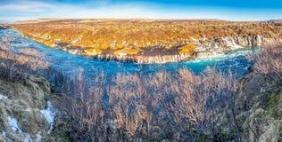 Панорама водопада Hraunfossar в Исландии стоковые фотографии rf