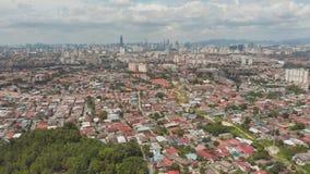 Панорама всего из Куалаа-Лумпур от далеких окраин города Малайзия Отснятый видеоматериал антенны трутня сток-видео