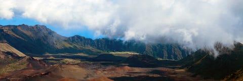 Панорама вулканических кратера и кальдеры на национальном парке Haleakala на острове Мауи в Гаваи Стоковое Изображение RF