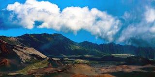 Панорама вулканических кратера и кальдеры на национальном парке Haleakala на острове Мауи в Гаваи Стоковые Фото