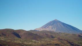 Панорама вулканического ландшафта на ясный день на зоре Стоковая Фотография