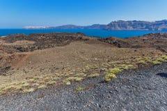 Панорама вулкана в острове Nea Kameni около Santorini, Греции Стоковые Изображения