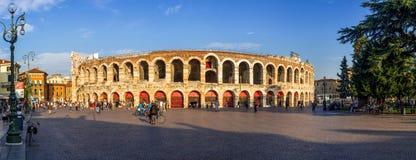 Панорама Высоко-разрешения арены Вероны на заходе солнца Стоковые Фотографии RF