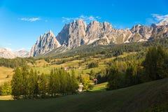 Панорама в доломитах, Cortina d'Ampezzo горы, Италия Стоковые Изображения