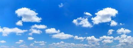 Панорама голубого неба и белых облаков Стоковая Фотография RF