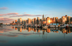 Панорама горизонта Ванкувер на заходе солнца Стоковые Изображения