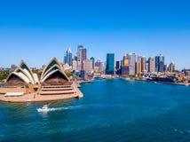 Панорама горизонта оперного театра и города Сиднея Стоковая Фотография
