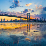 Панорама горизонта Филадельфии, моста Бен Франклина и Пенна Стоковое Изображение RF