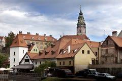 Панорама города и исторического замка в Cesky Krumlov взгляд городка республики cesky чехословакского krumlov средневековый стары Стоковое Изображение