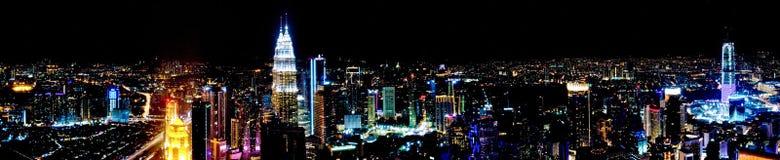 Панорама города Куалаа-Лумпур ночи стоковые изображения rf