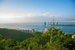 Панорама города Sanya, взгляд города в высшей точке, острове Феникса Стоковые Изображения RF