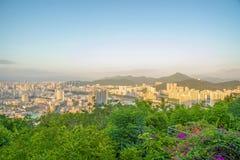 Панорама города Sanya, взгляд города в высшей точке, острове Феникса Стоковое фото RF