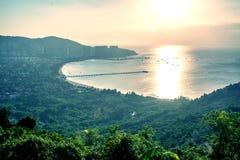 Панорама города Sanya, взгляд города в высшей точке, острове Феникса Стоковая Фотография